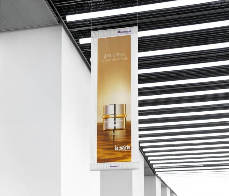 Diseño gráfico en exteriores: banderolas para La Prairie